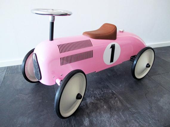 inspirera mera gåbil racerbil rosa barn sparkbil inspiration inredning inredningsblogg